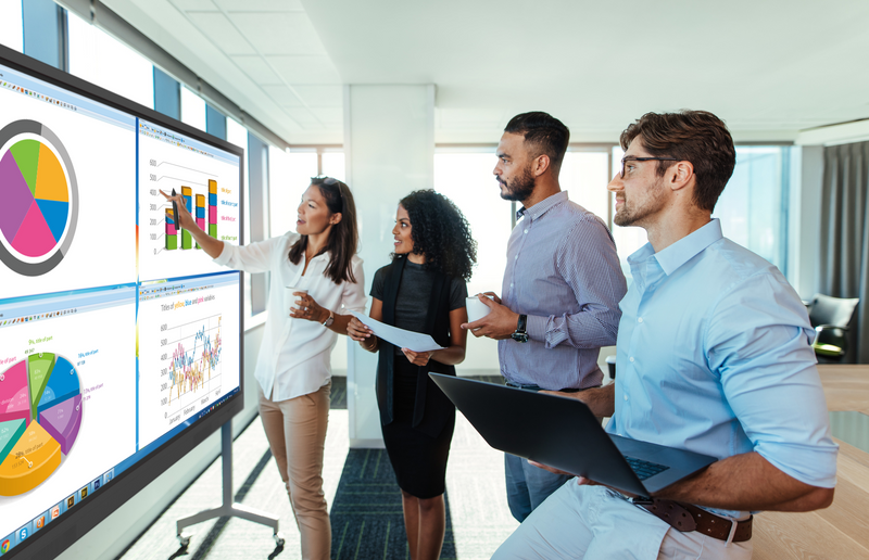 Zobacz jak monitory Newline radzą sobie w biznesie